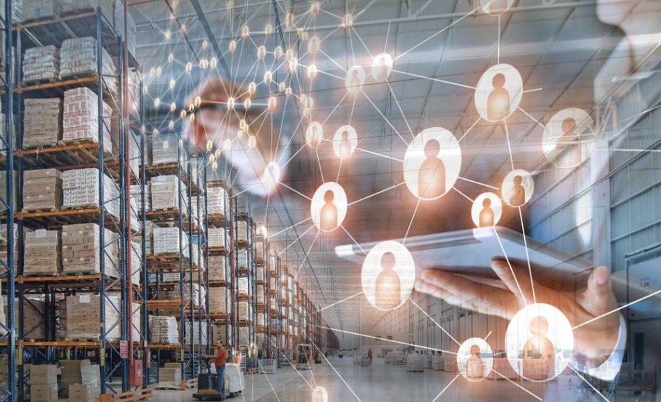Tehnologia nu înlocuiește oamenii, îi conectează!